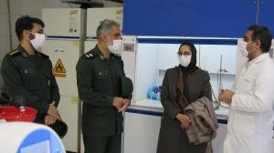 سپاه پاسداران کاشان با همکاری شرکت داروسازی باریج اسانس ۵ هزار عدد محلول ضدعفونی کننده توزیع میکند.