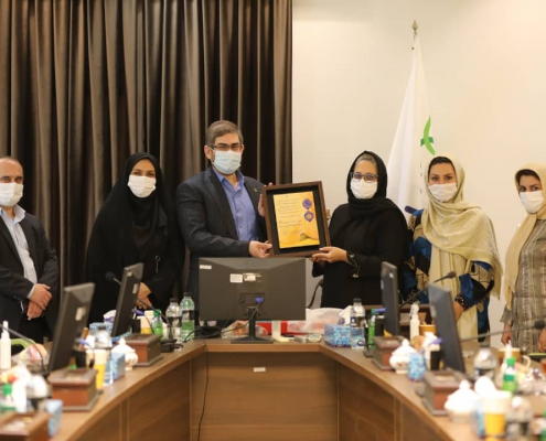 ریاست محترم دانشگاه علوم پزشکی کاشان و هیات همراه از داروسازی باریج اسانس 1