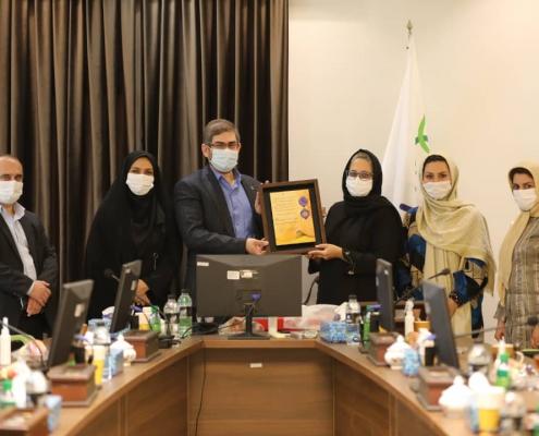 ریاست محترم دانشگاه علوم پزشکی کاشان و هیات همراه از داروسازی باریج اسانس 2