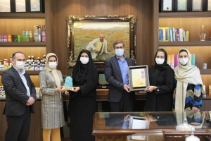 بازدید ریاست محترم دانشگاه علوم پزشکی کاشان و هیات همراه از داروسازی باریج اسانس